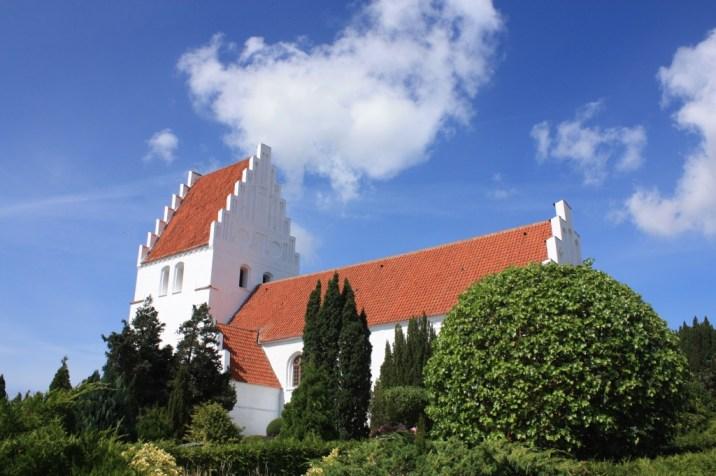 Eglise d'Elmelunde vue jardin - île de Møn - Danemark