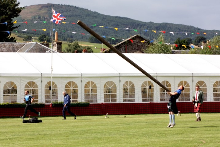 lancer caber - Highland Games - Ecosse