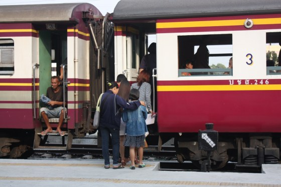 Train - Ayutthaya - Thailande