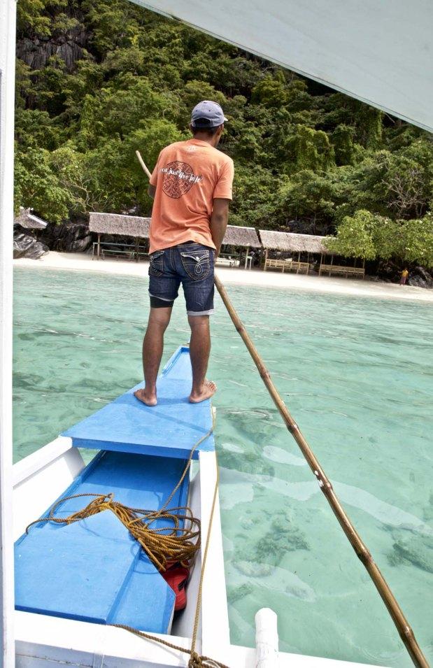 Bootsjunge Meynard bringt uns sicher an Land