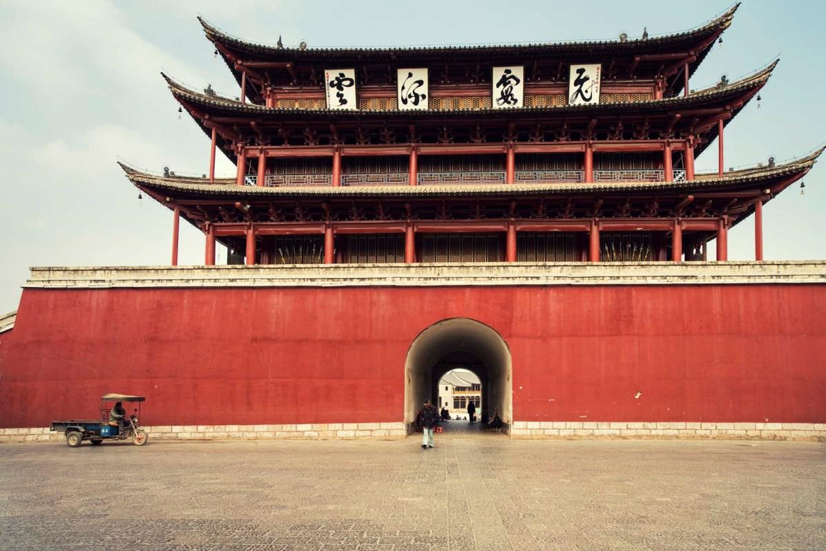 Das östliche Stadttor von Jianshui - © Nico Schaerer, nuvu.ch
