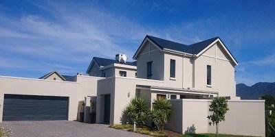 Medium sized family home at Kingswood golf estate