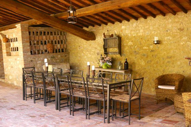 dining area at Villa Tuscany