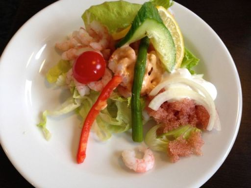 Greenlandic shrimp with salad