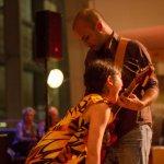 Arvind Ganga a.k.a. Every Bolt Rumbling in dialoog met de danseres Melissa Cisneros