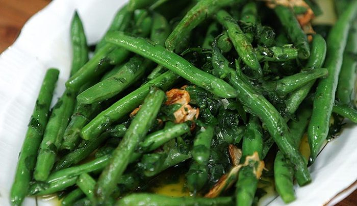 Garlicky Green Beans with Crème Fraiche - Good Chef Bad Chef