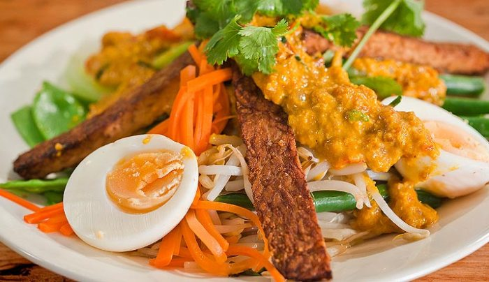 Balinese Vegetable and Egg Salad with Spicy Peanut Sauce - Good Chef ...