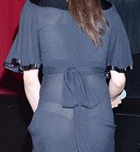 黒のドレスから白のTバックがスケスケ