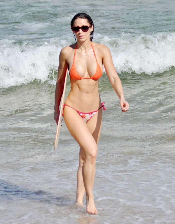anais zanotti shows her hot bikini body in miami kaley cuoco beach