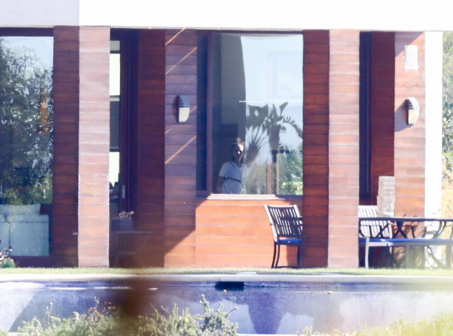 Enamour Her Puppy Selena Gomez Spends Time Justin Bieber At A Rentalhouse Full Size Selena Gomez Spends Time Her Puppy Justin Bieber At A Justin Bieber House Beverly Hills Justin Bieber House Tour 201 curbed Justin Bieber House