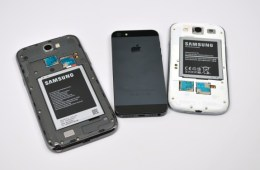 Samsung-Galaxy-Note-2-vs-Galaxy-S3-vs-iPhone-5-5-575x382