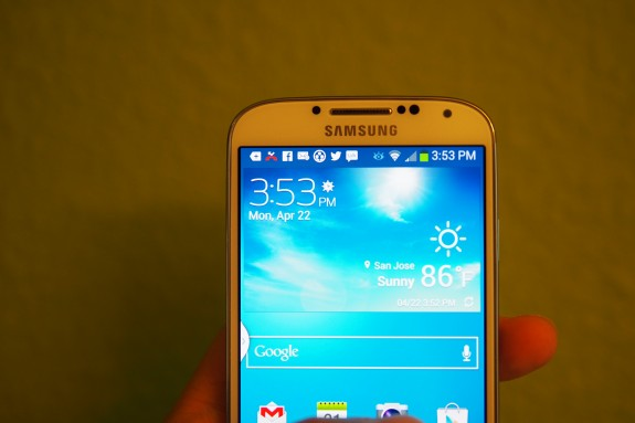 Galaxy S4 owners are seeing issues with the display as well.