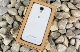The 32GB Samsung Galaxy S4 arrives on AT&T today.