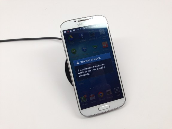 The Samsung Galaxy S4 wireless charger in action.