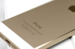 iphone-5s-review-gold-white 4