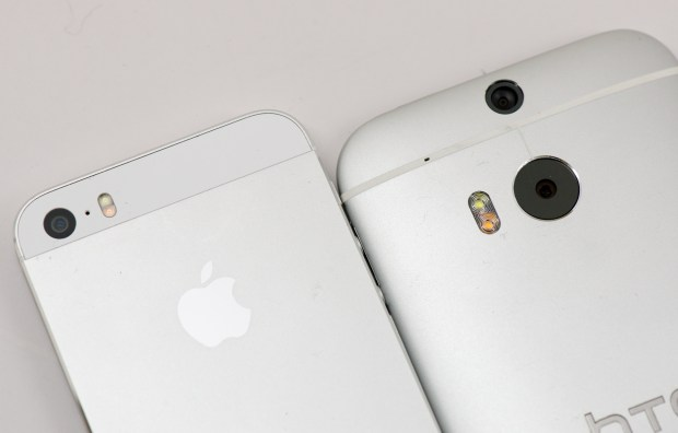 HTC-One-M8-vs-iPhone-5s 1
