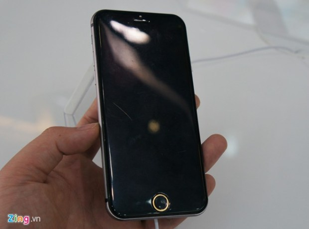 This mockup is supposedly just 6.5mm thin.