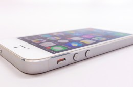 There is no visible wear on the iPhone 5. Quite a feat considering the age of the iPhone 5.