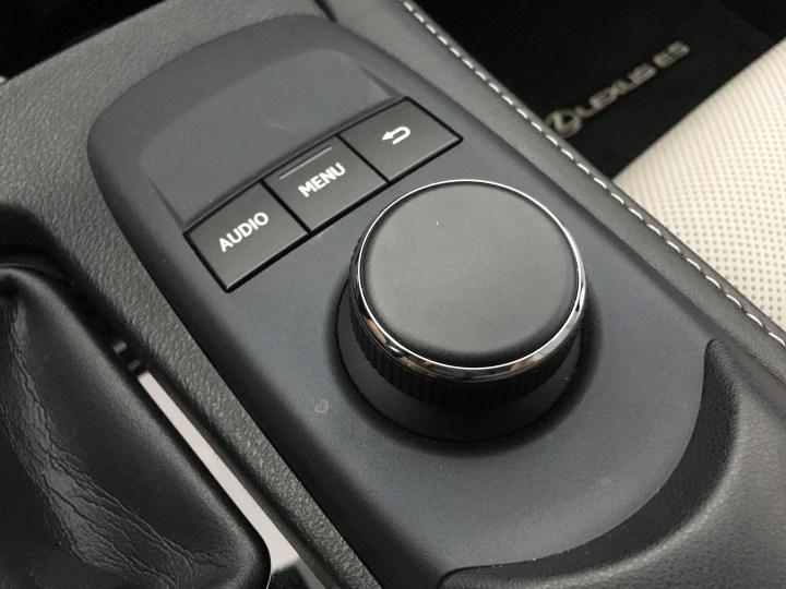 2016 Lexus ES 350 Review