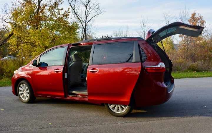 2017 toyota sienna review the technology news update. Black Bedroom Furniture Sets. Home Design Ideas