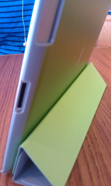 AViiQ Smart Case protects the back while using the iPad 2 Smart Cover