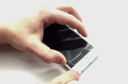 Learn how to remove the Zagg InvisibleShield Glass screen protector.