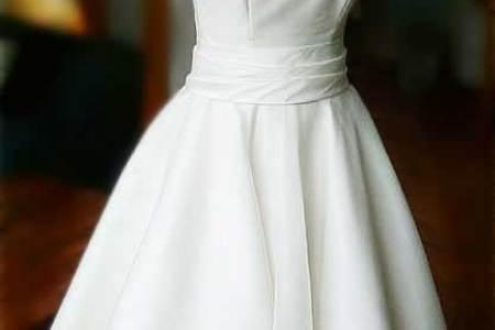 fe3825d88eee5917 audrey hepburn style wedding dress