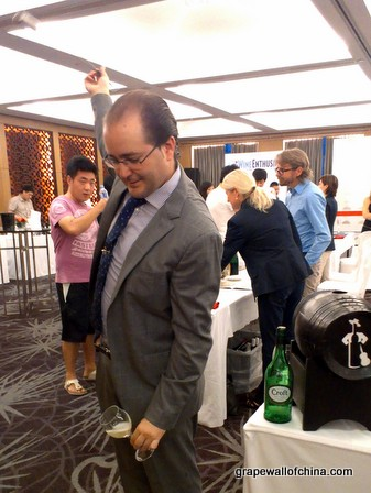 alejandro benitez ruiz venenciador gonzalez byass with croft at wine enthusiast hilton beijing (3)
