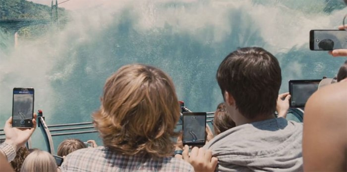Samsung smartphones in Jurassic World