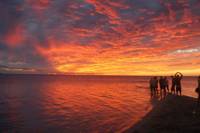 Sunset in Fiji (photo: Alex Kehr on Flickr)