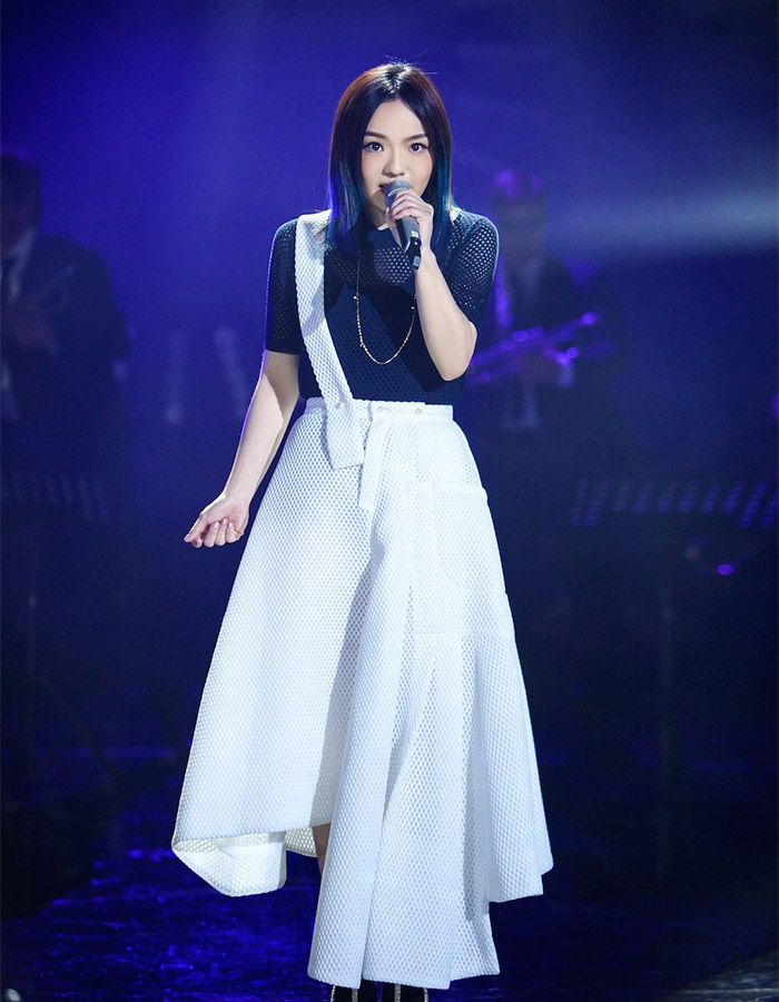 Lala Hsu in I Am A Singer 4 Round 8