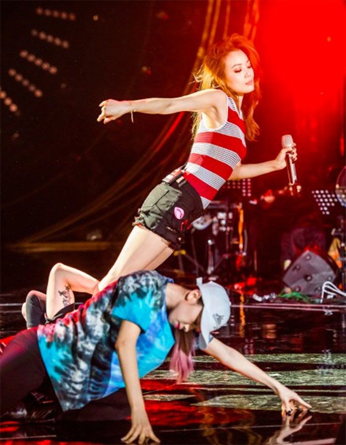 Joey Yung in I Am A Singer 4 Round 9