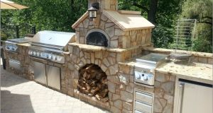 Outdoor brick oven pizza