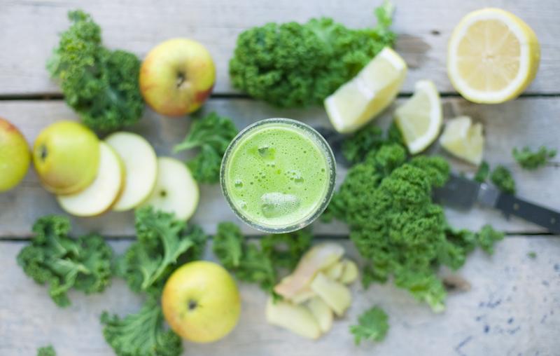 Kale Apple Lemon and Juice