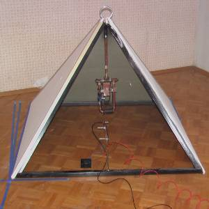 pyramid electricity The Pyramid Effect Producing Enough Electricity to Run a 12W Fan (video)