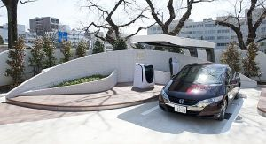 honda hydrogen station 300x163 Japans First Solar Powered Hydrogen Station, Made by