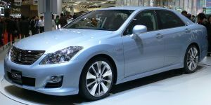 1024px 2007 Toyota Crown Hybrid Concept 01 300x150 Toyota Crown in Japan Gets a Hybrid Upgrade