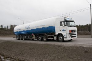 1024px Liquid natural gas land transportation Finland 300x200 Pike Research – Natural Gas Truck Sales to Increase