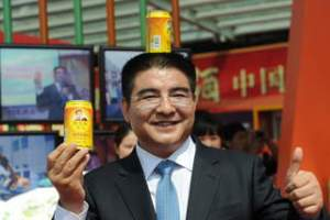 Chen Guangbiao 300x200 Chinese Millionaire Sells Thin Air as Protest to Pollution