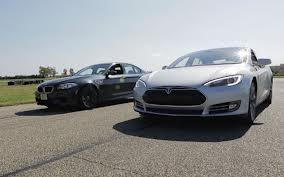 model s bmw m5 drag race This Is How Little Energy a Tesla Model S Consumes in a Drag Race