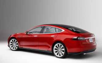2013-Tesla-Model-S-rear-three-quarter-1