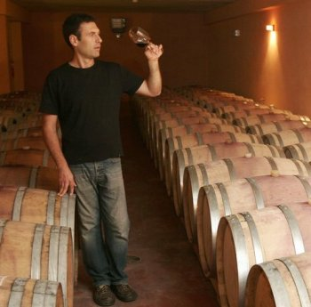 here-golan-flam-checks-wine-green-prophet-feature-on-the-history-of-winemaking-israel-image