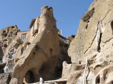 700 year-old Iranian underground cave homes