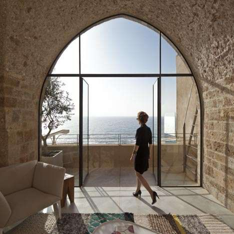 Breathtaking Jaffa Flat by Pitsou Kedem Celebrates Israel's Creative Side