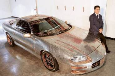 "Coin-Covered Car in Dubai ""Recycles"" Nearly $6,000"