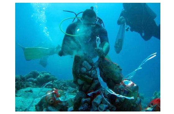 Eid Ul Adha Divers Clean 80 Kilos of Undersea Trash