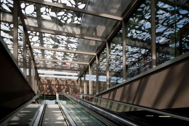Turkey's Asmacati Shopping Center Replaces Green Ivy With Metal