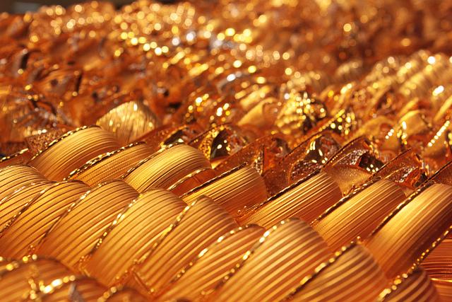 Turks Trade Gold for Iran's Energy Allegiance