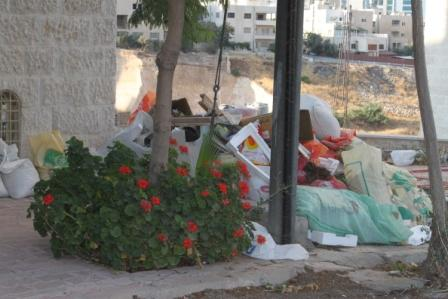 Amman Infested with Litterbugs While Emiratis Cry Foul