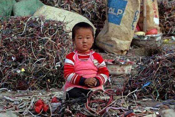Kids Forced Into Garbage Sorting in Jordan